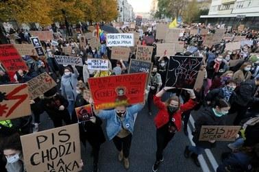 """""""Walczcie z wirusem, nie z kobietami"""". Siódmy dzień protestów ws. aborcji [RELACJA]"""