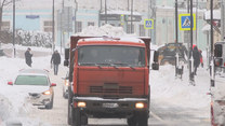 """""""Zimowa apokalipsa"""". Moskwa walczy z zalegającym wszędzie śniegiem"""