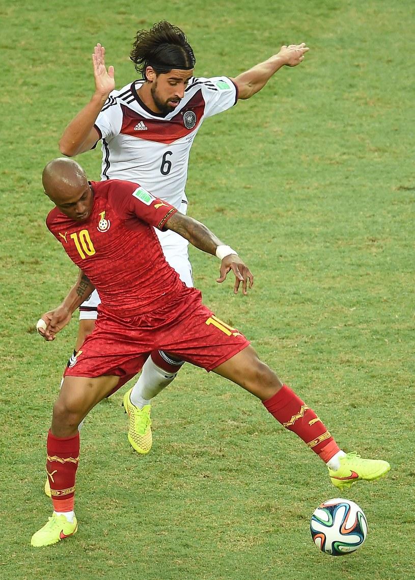 Andre Ayew i Sami Khedira w walce o piłkę /AFP