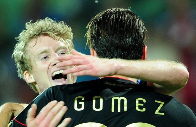 Andre Schuerrle  (z lewej) i Mario Gomez. /AFP