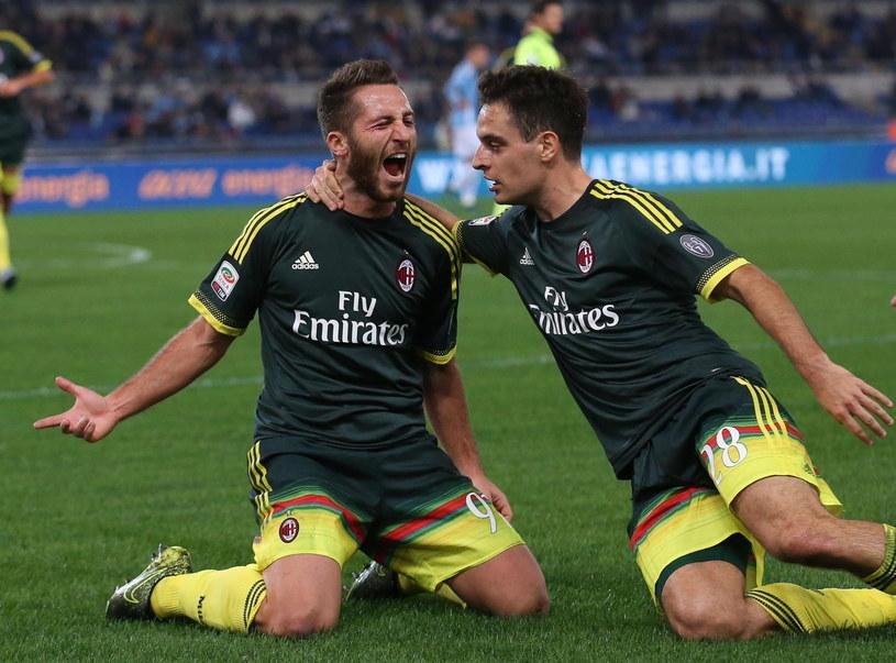 Andrea Bertolacci (z lewej) strzelił pierwszego gola dla Milanu w meczu z Lazio /PAP/EPA