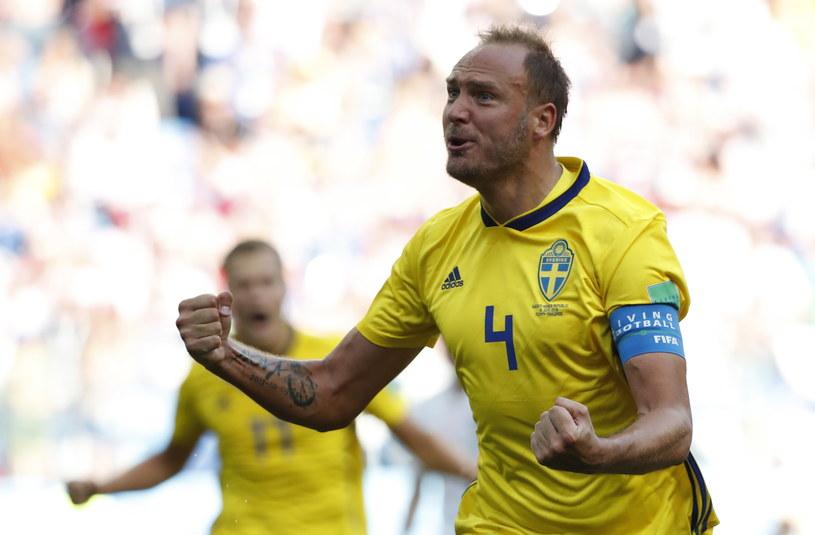 Andreas Granqvist strzelił gola dla Szwecji, wykorzystując rzut karny /PAP/EPA