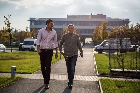 Andrej Babisz przed siedzibą Agrofertu /DAVID TESINSKY/SIPA /East News