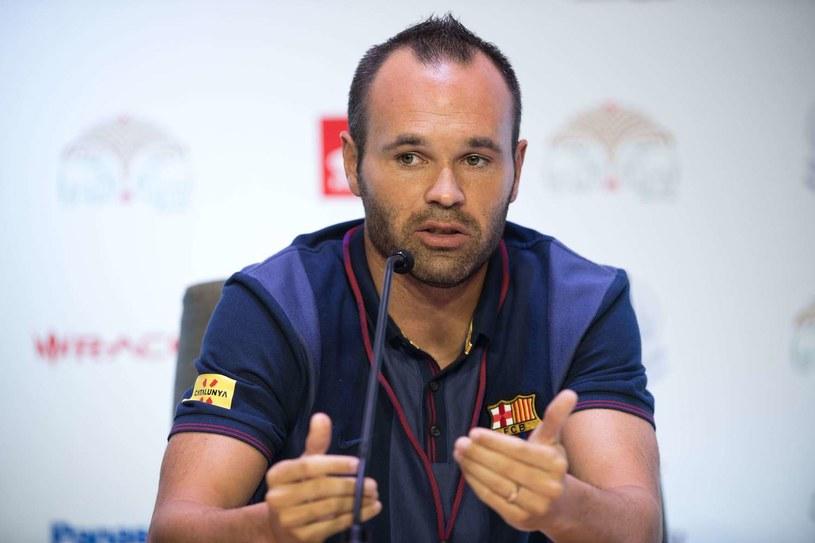Andres Iniesta chce grać w Barcelonie do końca kariery /AFP