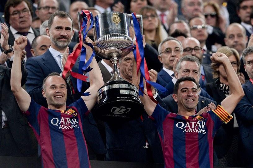 Andres Iniesta i Xavi z Pucharem Króla /AFP