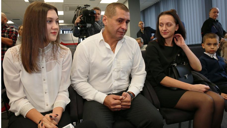 Andriej Sirovatskyi razem z rodziną / Lech Muszyński    /PAP