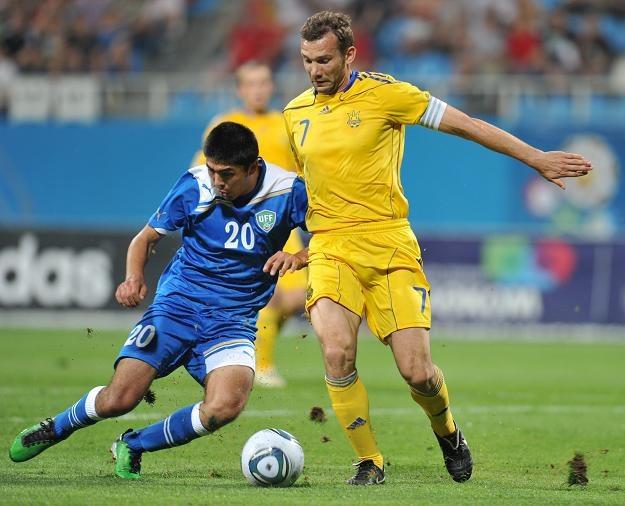 Andrij Szewczenko (z prawej) to gwiazda i symbol reprezentacji Ukrainy /AFP