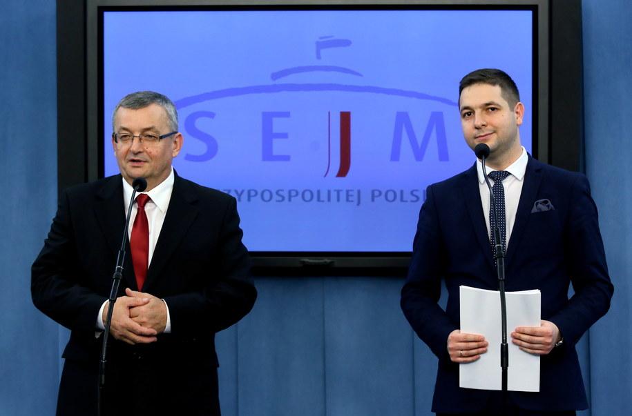 Andrzej Adamczyk i Patryk Jaki /PAP/Tomasz Gzell /PAP