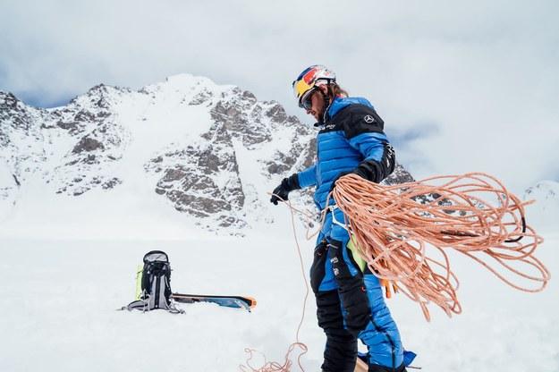 Andrzej Bargiel po raz kolejny dokonał nie lada wyczynu - zdobył szczyt Yawash Sar II i zjechał z niego na nartach /Bartłomiej Pawlikowski /