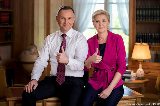 Andrzej Duda i Ahata Kornhauser-Duda życzą maturzystom powodzenia /Jakub Szymczuk / KPRP /