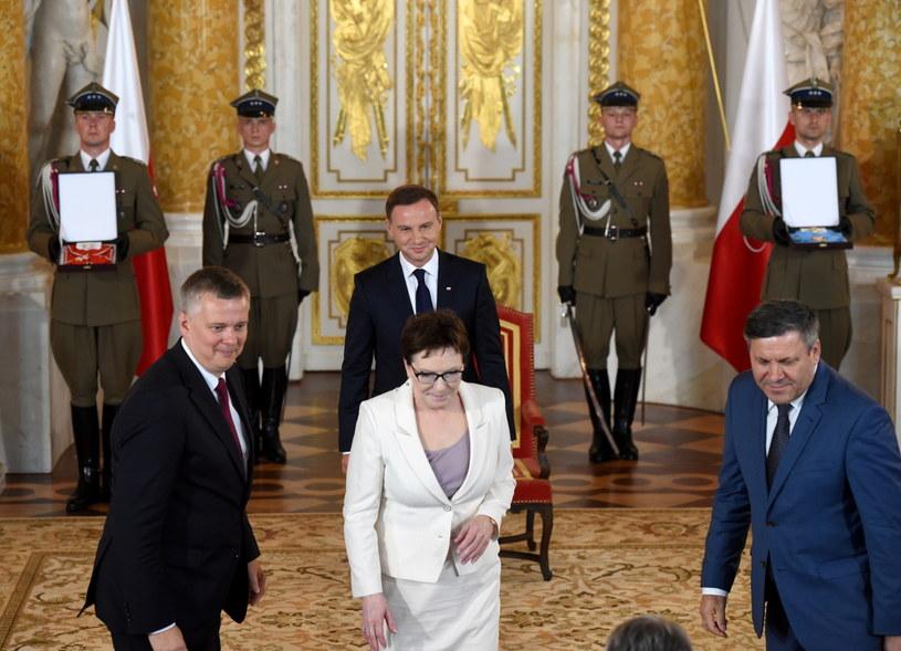 Andrzej Duda i członkowie rządu w dniu zaprzysiężenia prezydenta /Radek Pietruszka /PAP