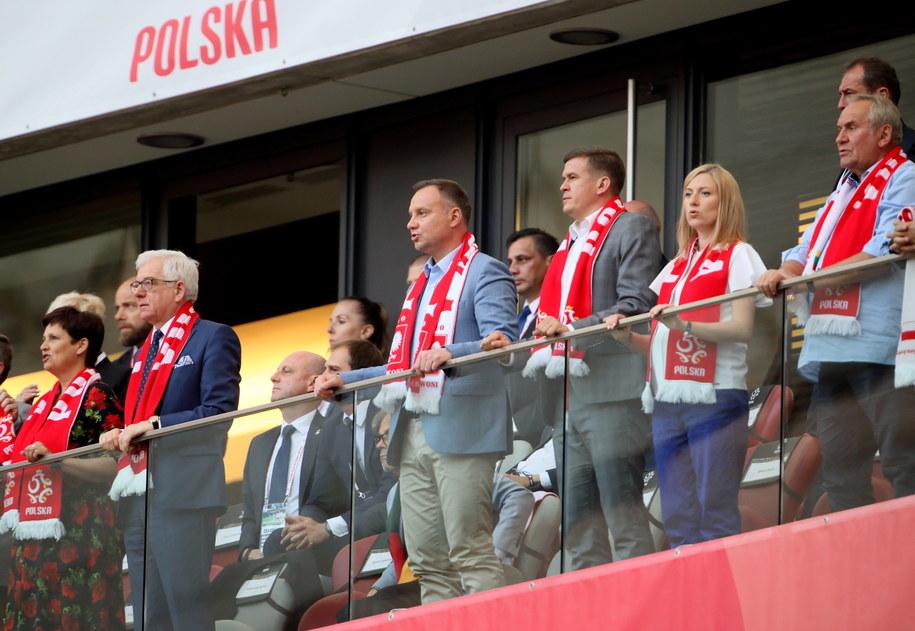 Andrzej Duda i Mateusz Morawiecki pojawili się na meczu z Litwą / Leszek Szymański    /PAP