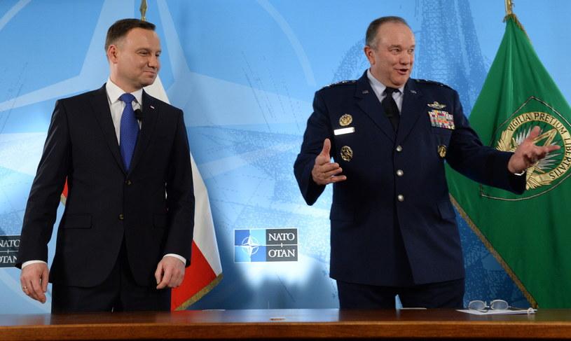 Andrzej Duda i Philip Breedlove podczas spotkania w Mons /AFP