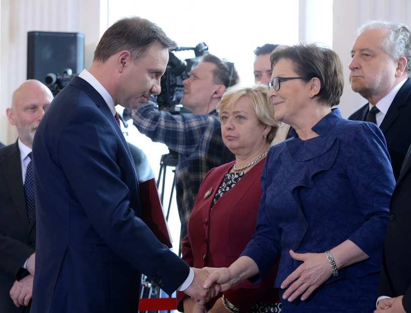 Andrzej Duda i premier Ewa Kopacz /Jacek Turczyk /PAP