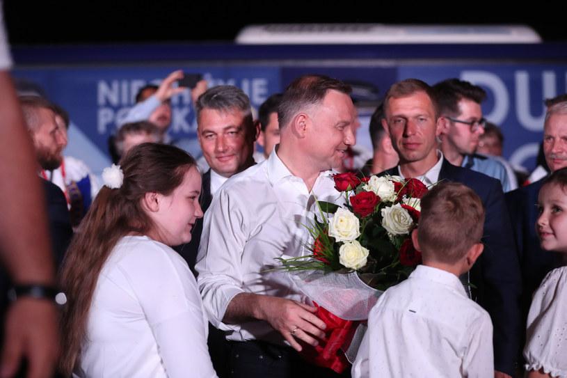 Andrzej Duda na wiecu po ogłoszeniu sondażowych wyników I tury wyborów /fot. Andrzej Iwanczuk /Reporter