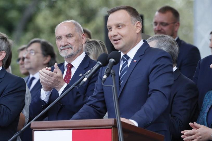 Andrzej Duda nie zamierza ustępować Antoniemu Macierewiczowi - twierdzi gazeta /Andrzej Iwańczuk /Reporter