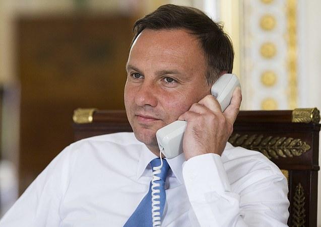 Andrzej Duda podczas rozmowy z Emmanuelem Macronem /