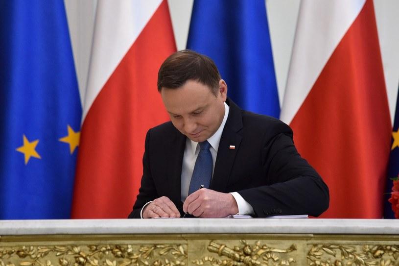 Andrzej Duda podczas uroczystego podpisania ustawy 500+ /Mateusz Jagielski /East News