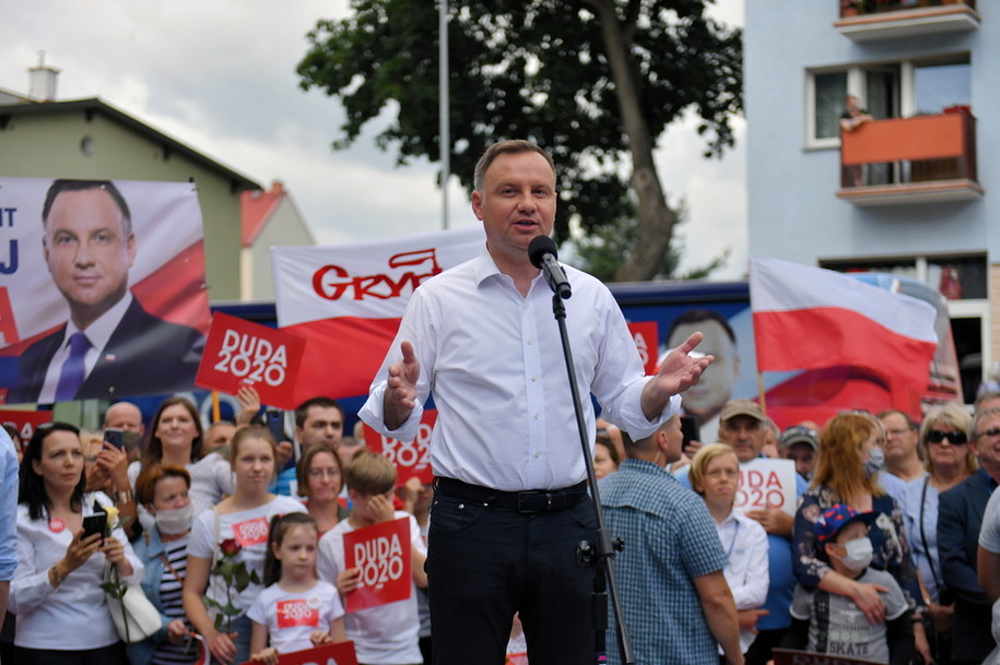 Andrzej Duda podczas wiecu wyborczego /Marcin Bielecki   /PAP