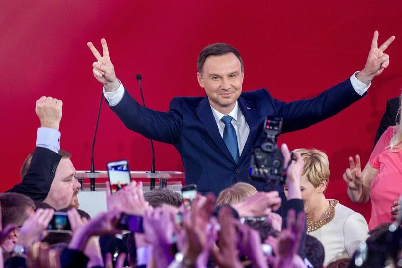 Andrzej Duda podczas wieczoru wyborczego 2015 tuż po ogłoszeniu wyników sondażowych /Andrzej Iwańczuk /Reporter