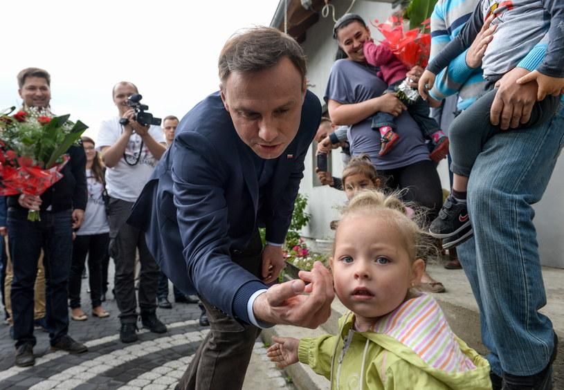 Andrzej Duda podczas wizyty w rodzinnym domu dziecka /Marcin Obara /PAP
