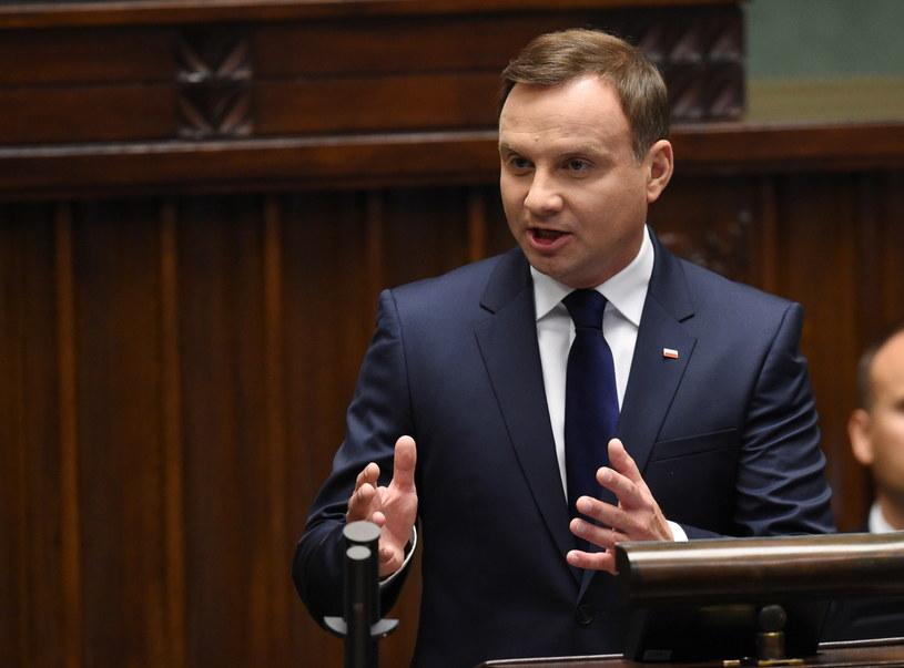 Andrzej Duda podczas wygłaszania orędzia /Radek Pietruszka /PAP