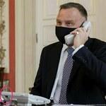 Andrzej Duda rozmawiał z królem przez niepodłączony telefon? Głos zabrał rzecznik prezydenta