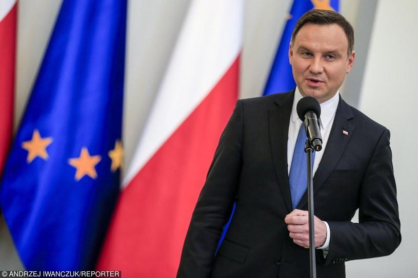 Andrzej Duda tuż przed złożeniem podpisu /Andrzej Iwańczuk /Reporter