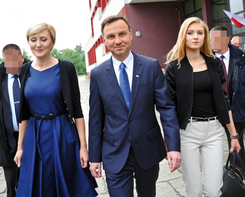 Andrzej Duda z żoną i córką Kingą /Marek Lasyk/REPORTER  /East News