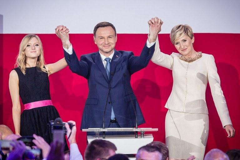 Andrzej Duda z żoną i córką /AFP