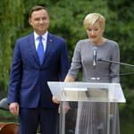 """Andrzej Duda z żoną wspólnie czytali """"Lalkę"""". Które gwiazdy pojawiły się u ich boku?"""
