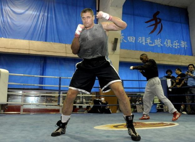 Andrzej Gołota tęskni za bokserskim ringiem. Coraz częściej myśli o powrocie do sportu /AFP