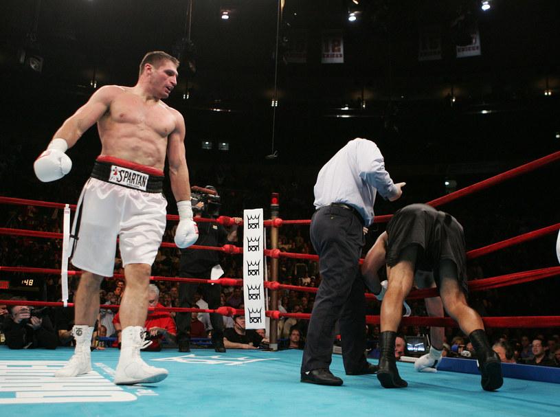 Andrzej Gołota w przegranej walce o pas WBA z Johnem Ruizem /Getty Images