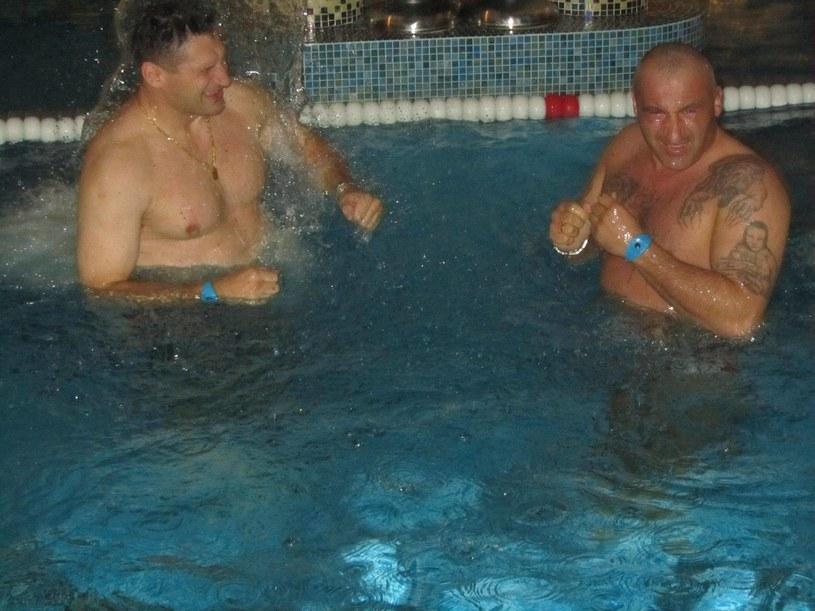 Andrzej Gołota (z lewej) i Marcin Najman z wizytą na basenie /Facebook/Gołota vs Nicholson /