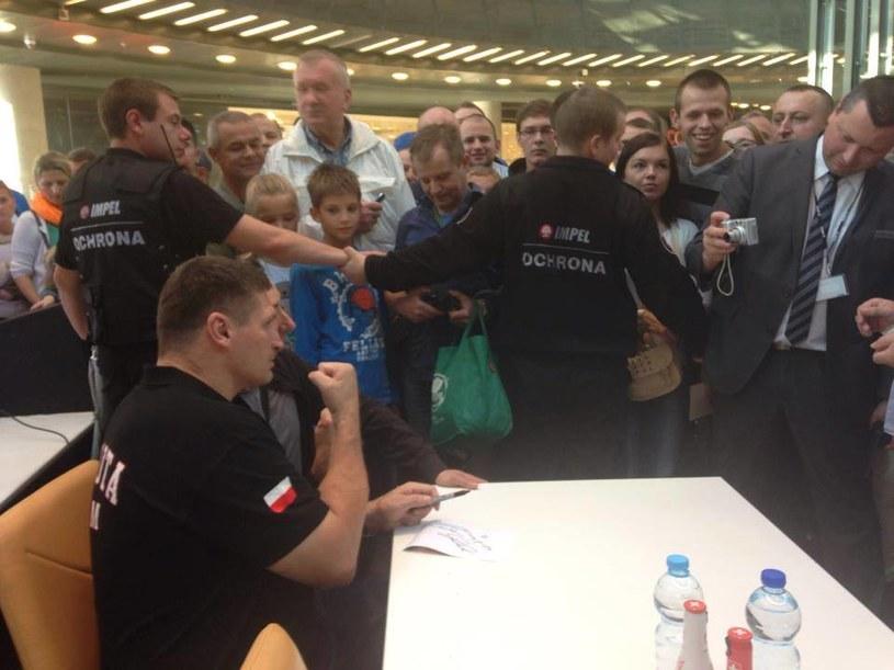 Andrzej Gołota (z lewej) na spotkaniu z fanami /Facebook/Gołota vs Nicholson /