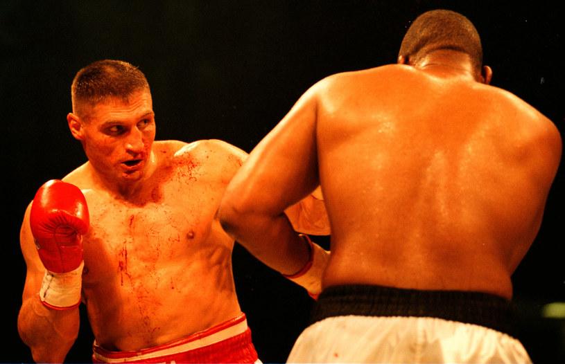 Andrzej Gołota (z lewej) w walce z Timem Witherspoonem /East News
