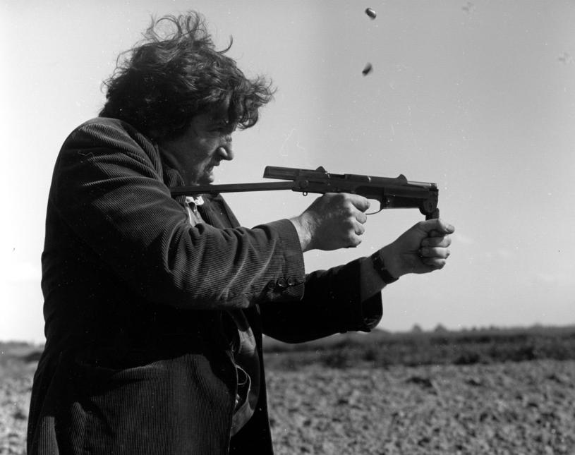 Andrzej Grabarczyk strzela z ostrej amunicji /INPLUS /East News
