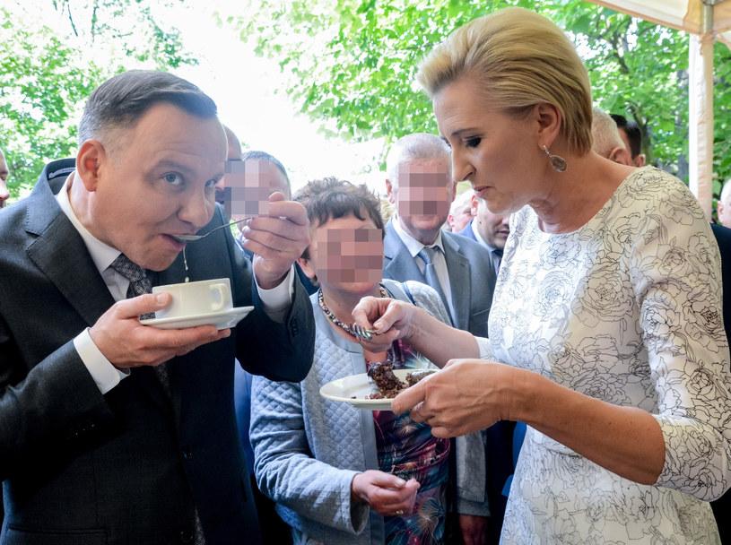 Andrzej i Agata Dudowie lubią kosztować smakołyków. Na pewno z przyjemnością spróbowali urodzinowego tortu /Mariusz Gaczyński /East News