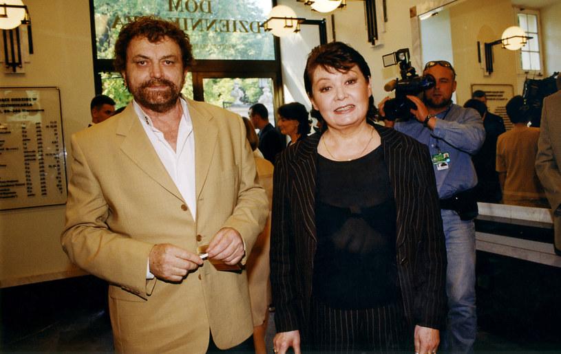 Andrzej Kondratiuk z żoną Igą Cembrzyńską (2002 rok) /AKPA
