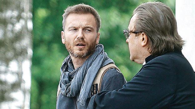 Andrzej (Krystian Wieczorek) ze stryjem (Olaf Lubaszenko) /Tele Tydzień