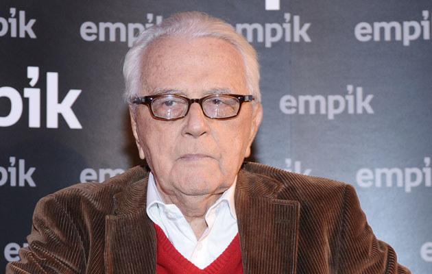 Andrzej Łapicki ma 87 lat i młodą żonę. Jest idealnym kandydatem do reklamowania środka na potencję?  /Andras Szilagyi /MWMedia