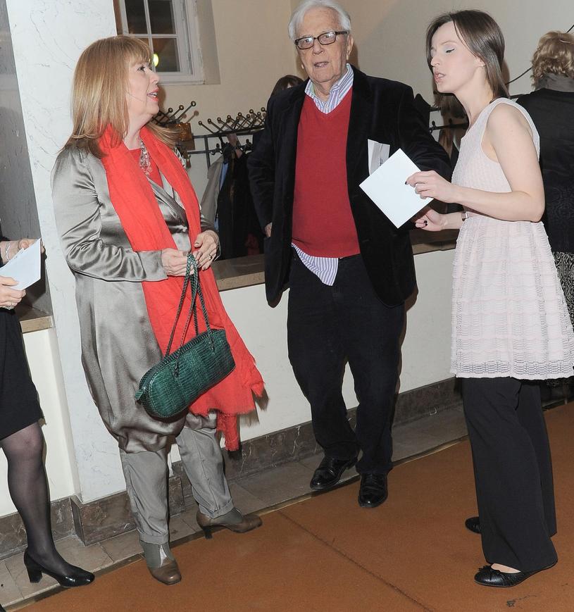 Andrzej Łapicki z córką (po lewej) i drugą żoną (po prawej) /East News