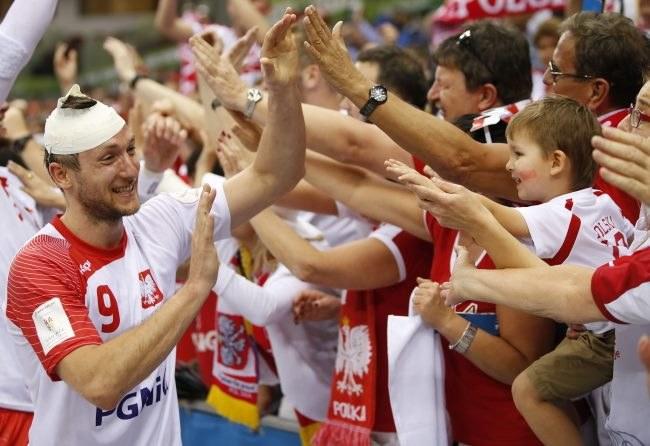 Andrzej Rojewski z polskimi kibicami /PAP/EPA