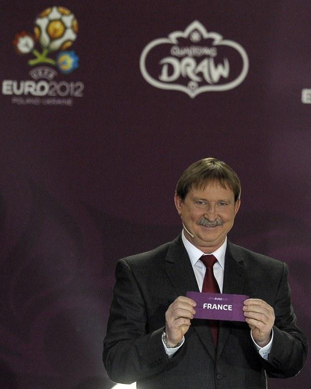 Andrzej Szarmach podczas losowania Euro 2012 /AFP