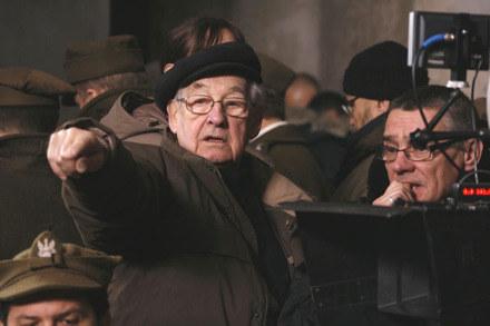"""Andrzej Wajda na planie filmu """"Katyń"""" /"""