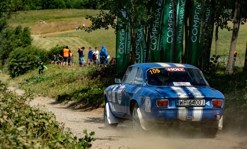Andrzej Wodziński to największy fan włoskiej motoryzacji w stawce Motul HRSMP. Startuje Lancią Fulvią, ale w ubiegłorocznym Rajdzie Polski postawił na Alfę Romeo (na zdjęciu) /