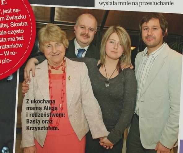 Andrzej z mamą i rodzeństwem /- /Dobry Tydzień