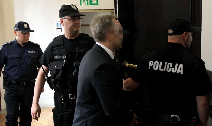 Andrzej Z. wprowadzany na salę Sądu Okręgowego w Warszawie /Radek Pietruszka /PAP