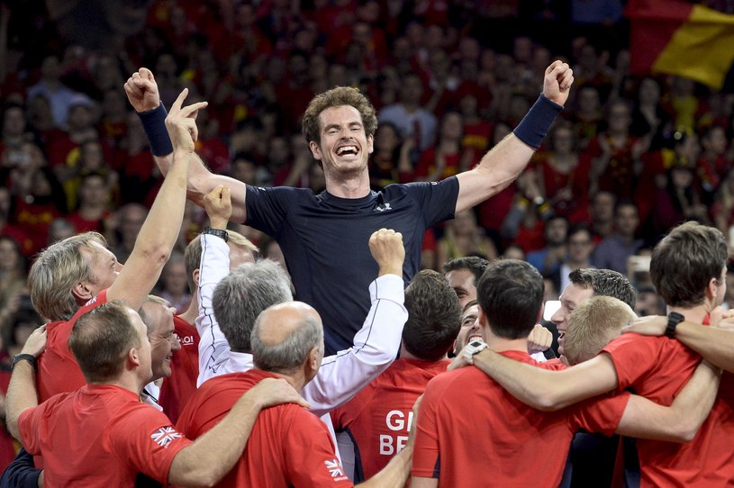 Andy Murray (w środku) /AFP