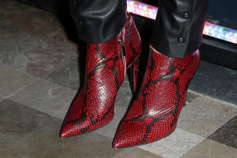 Aneta Kręglicka jest gotowa na nowy sezon! Botki z ostrym noskiem w stylu lat 80. to największy hit paryskich wybiegów! /Podlewski /AKPA